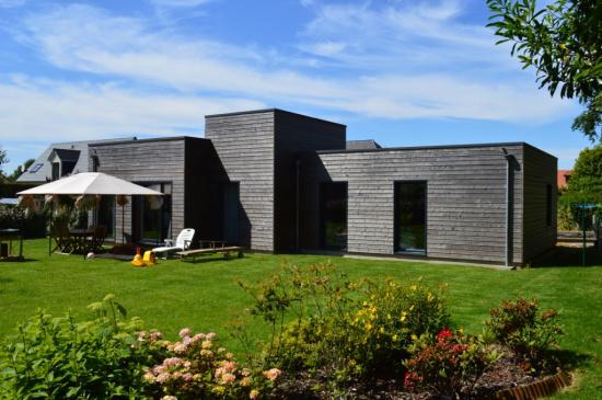 Maison bois de plein pied luneray djsl bois - Maison en bois contemporaine plain pied ...
