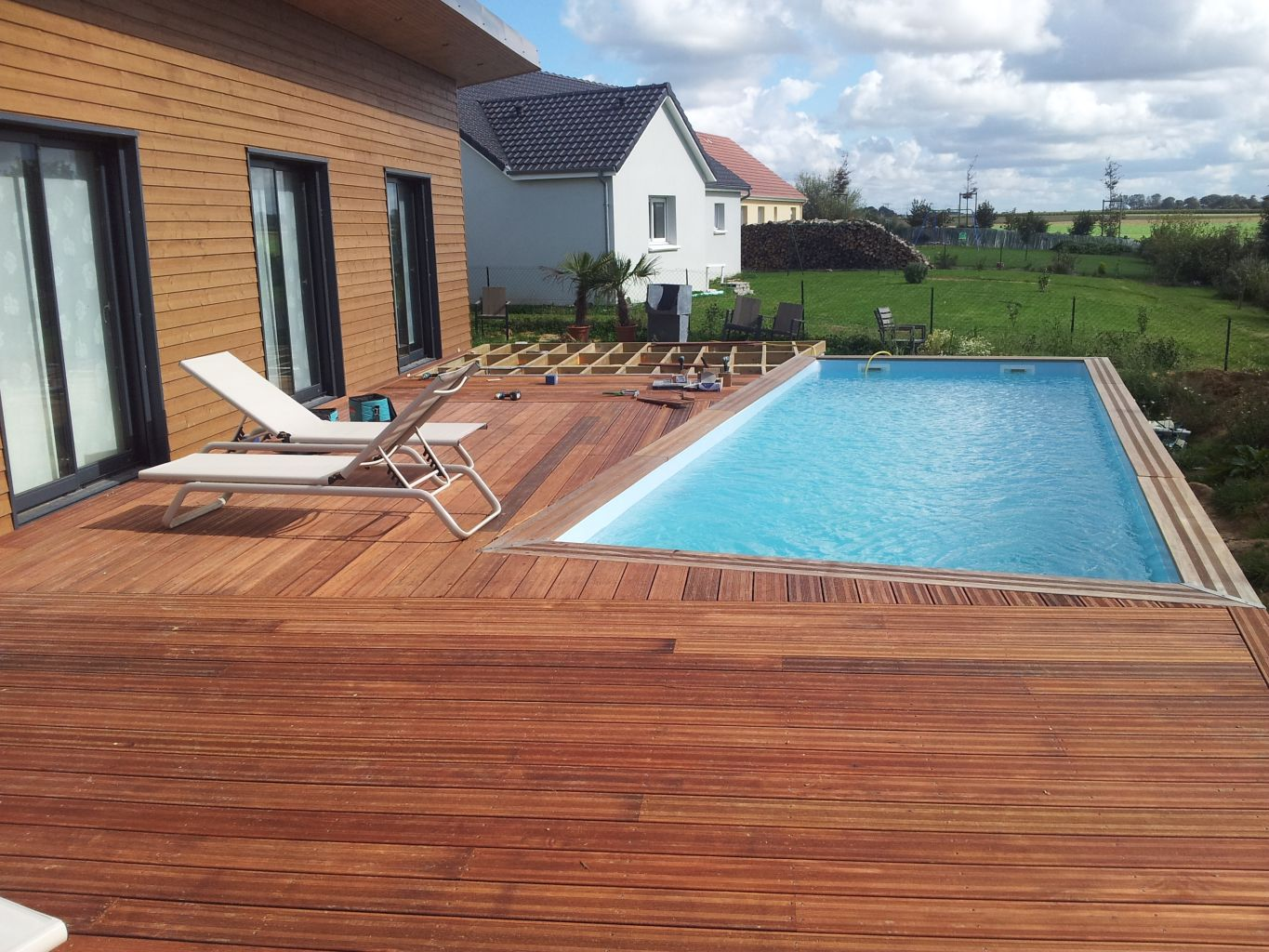 Terrasse avec piscine berneval le grand 76370 djsl bois for On the terrasse